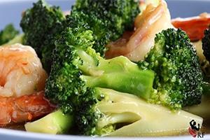 Salteado de brócoli y gambas